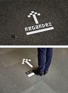 Signalétiques au sol pour indiquer biblio. 3 chemins: mairie, la poste, la gare…