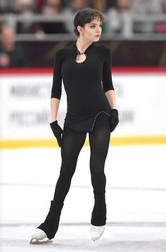 Figure Ice Skates, Gym Leotards, Medvedeva, Cool Poses, Ice Skaters, Figure Poses, Figure Skating Dresses, Women Figure, Sports Figures