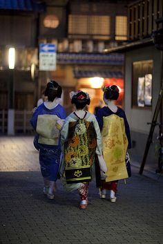 one evening in Gion #15 | girls' talk Kotoha-san, Yasuha-san… | Flickr - Photo Sharing!