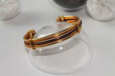 Bracelet fil aluminium doré / perle / marron : Bracelet par la-p-tite-echoppe