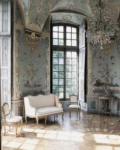 Stylish Ideas For Decorating French Interior Design - Haus French Interior Design, Classic Interior, Decor Interior Design, Interior Decorating, Cosy Interior, Palace Interior, Interior Designing, Luxury Interior, Furniture Design