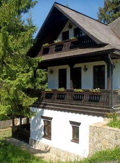 Vrei o casă tradițională ca a lui Doru Munteanu? Uite că-ți dă lista lui cu meșteri | Adela Pârvu - Interior design blogger Cottage Design, House Design, Future House, My House, House Elevation, Village Houses, Story House, Cozy Cottage, Design Case