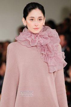 Ralph Lauren осень-зима 2014-2015В последний день Недели моды в Нью-Йорке свою осенне-зимнюю коллекцию женской одежды представил дизайнер Ralph Lauren. Ее общая концепция - это женственные элегантные силуэты, нежная пастельная цветовая гамма и роскошные ткани