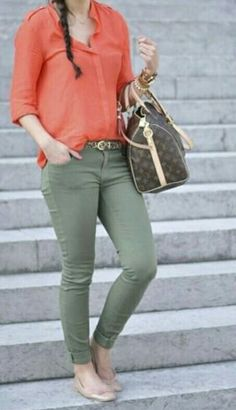 Olive green skinny jeans and a coral shirt;I even have a coral shirt and olive jeans! Mode Outfits, Jean Outfits, Casual Outfits, Fashion Outfits, Womens Fashion, Coral Shirt Outfits, Dress Outfits, Coral Top Outfit, Outfits With Green Pants