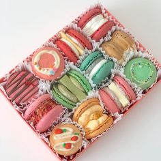 macarons french cookie macarons aesthetics aesthetic soft sweet pastel cream creamy food foodie milk chocolate strawberry colorful dessert tasty snack sweets r o s i e Colorful Desserts, Cute Desserts, Cute Snacks, Good Food, Yummy Food, Bakery Cafe, Cafe Food, Aesthetic Food, Cute Cakes