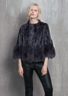 Abrigos de astracán Fur Fashion, Vogue Fashion, Fashion Brand, Winter Fashion, Fashion Outfits, Womens Fashion, Fur Cape, Abaya Designs, Cashmere Coat