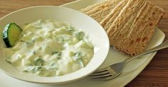 Tzatziki Dip 1 cup plain yogurt cucumber (peeled and diced) 1 clove of garlic (minced) 1 teaspoon Apple Cider Vinegar 1 teaspoon fresh dill (chopped) 1 tablespoon olive oil Salt and pepper to taste candida detox soup Healthy Dips, Healthy Protein, Healthy Eating, Healthy Recipes, Advocare Recipes, Healthy Menu, Anti Candida Recipes, Anti Candida Diet, Candida Cleanse