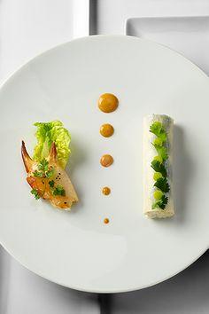 Tourteau de Roscoff en rémoulade, pommes vertes et wasabi, feuilles de radis long et coriandre © Photos Thuriès Gastronomie Magazine, Pascal Lattes