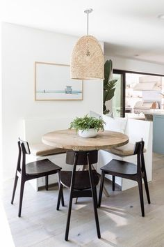 Love this little breakfast nook with built in bench seating and woven pendant light - dining nook - kitchen dining - lighting ideas - dining furniture Dining Nook, Dining Room Design, Dining Chairs, Dining Table, Dining Room Inspiration, Home Decor Inspiration, Kitchen Nook, Kitchen Dining, Kitchen Eating Areas