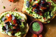Nori and Scallion Avocado Toast - This super delicious avocado toast makes for a wonderful and unconventional vegan breakfast during the holidays. It's a great indulgent yet healthy treat! Click here for the recipe <3