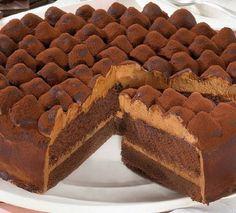 Dacă aveți o ocazie specială și încă nu ați hotărât ce desert să alegeți, vă sugerăm o rețetă delicioasă care va cuceri toți invitații, în special pe cei amatori de ciocolată. INGREDIENTE: -200 gr de făină; -250 gr