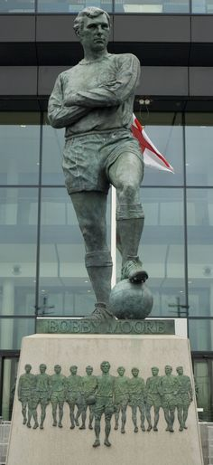 Bobby Moore - Top 10 English Football Players Statues