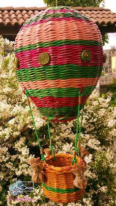 Cristina Sosio - Creativa. Mongolfiera di carta. Realizzata con tubicini di carta Paper Beads, Air Dry Clay, Hot Air Balloon, Paper Mache, Basket Weaving, Wicker, Origami, Xmas, Crafts
