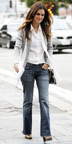 As trendy as I'm trying to get, nothing compares to this casual look. Rachel Bilson is the epitome of everything I hope to dress like.