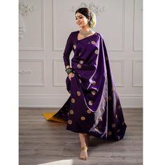 Trendy Ideas For Bridal Saree Kanchipuram Blouse Dress Indian Style, Indian Dresses, Indian Wedding Outfits, Indian Outfits, Saris Indios, Saree Poses, Purple Saree, White Saree, Belle