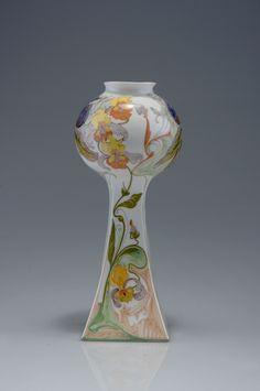 Lot 100B32 - Vase mit Schwertlilien, 1908 Schellink, Samuel ...