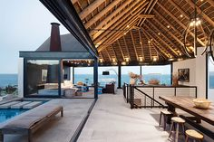 Award-winning South African agency SAOTA turns its attention to its home country's coast, here framing the coastline through the elegance of its Silver Bay House. Nestled at Shelley Point on the weste...