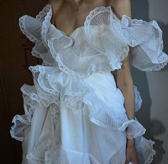 Image in runway fashion. Runway Fashion, High Fashion, Fashion Show, Fashion Outfits, Womens Fashion, Fashion Hair, Fashion Details, Fashion Design, Lolita