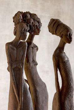 sculptural group by Valerie Hadida Sculptures Céramiques, Art Sculpture, Ceramic Figures, Ceramic Art, Alberto Giacometti, Oeuvre D'art, African Art, Clay Art, Figurative Art