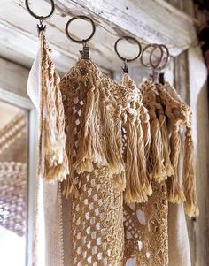 magnolia pearl-love using crochet and lace for curtains. Magnolia Pearl, Carillons Diy, Diy Crafts, Rope Crafts, Cortinas Boho, Crochet Curtains, Crochet Fabric, Lace Curtains, Deco Boheme