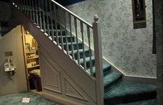 Resultado de imagem para armario embaixo de escada harry potter