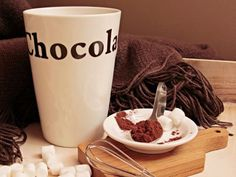 Польза шоколада не отрицается почти никем, но все ли так однозначно? Подходить ли шоколад для тех, кто борется с лишним весом? Кому, сколько и какой шоколад есть?