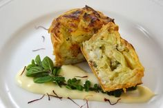 Tortino di baccalà e patate foderato in pasta strudel con salsa mornay e aromi metiterranei , ricetta inserita da Tommaso De Rosa