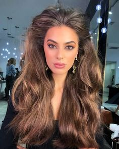 Ten Chic & Trendy Hairstyles For Women With Long Hair Chic Hairstyles, Curled Hairstyles, Brown Highlights, Long Wigs, Long Curly Hair, Synthetic Wigs, Fine Hair, Hair Designs, Human Hair Wigs