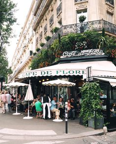 """""""Mi piace"""": 2,407, commenti: 36 - My name is Anna (@paris.with.me) su Instagram: """"Sunday chill🌿  Those iconic tourist spots like Cafe de Flore are never empty, even in August☕️…"""""""