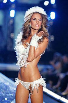 Alessandra Ambrosio: Victoria's Secret Fashion Show 2006! by gniliep1, via Flickr.
