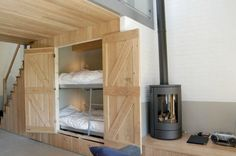 Dream home design ideas for an amazing house hidden bunk beds Bunk Beds Built In, Modern Bunk Beds, Kids Bunk Beds, Tiny Spaces, Loft Spaces, Dream Home Design, House Design, Space Under Stairs, Bed Under Stairs