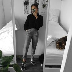 comfy and casual work school sixth form outfit ideas grunge outfit inspiration mirror selfie pose College Outfits, Outfits For Teens, Trendy Outfits, Winter Outfits, Fashion Outfits, Womens Fashion, School Outfits, Summer Outfits, Casual Grunge Outfits