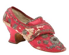1760  known as turnshoes - shoes that were constructed inside out and then turned the right way just before finishing. A pair of ruby satin shoes embroidered in silver thread, can clearly see here that the thread is wrapped round a silk core which is left behind as the the metal corrodes and disintegrates. Likewise the metal thread which held the spangles in place is virtually all lost.