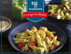 Η Συνταγή αυτής της εβδομάδας; Πένες με πέστο μπρόκολου και κοτόπουλο! Ανακαλύψτε επιπλέον λαχταριστές συνταγές για όλη την εβδομάδα! #MadeWithAB  Συστατικά  4 Μερίδες  500 g ΑΒ ΕΠΙΛΟΓΗ φιλέτο στήθος κοτόπουλου, από Γιαννιώτικες Φάρμες, κομμένο σε μπουκίτσες 3 κουτ. σούπας Η ΑΒ ΚΟΝΤΑ ΣΤΗΝ ΕΛΛΗΝΙΚΗ ΓΗ εξαιρετικό παρθένο ελαιόλαδο, ποικιλία Κορωνέικη 500 g πέννες 200 g τοματίνια, κομμένα στη μέση ΑΒ parmigiano reggiano, τριμμένη (για το σερβίρισμα) 300 g μπρόκολο (για το πέστο) 2 σκελίδες σκόρ Chicken, Meat, Recipes, Food, Essen, Meals, Ripped Recipes, Yemek, Eten