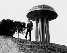 """""""The last man on earth"""" (Ubaldo Ragona, 1964) ~ due anni dopo """"L'eclisse"""" riecco Il """"Fungo"""" dell'Eur: dall'incomunicabilità di Antonioni all'horror-fantascienza di Ragona il passo è breve."""