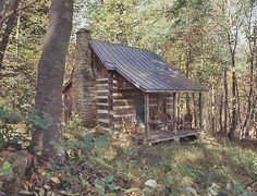 Big Ideas for Small Log Homes Log Cabin Living, Small Log Cabin, Little Cabin, Tiny House Cabin, Log Cabin Homes, Small Cabins, Old Cabins, Cabins And Cottages, Cabin In The Woods