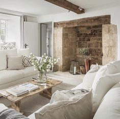Cottage Interiors, Cottage Homes, Country Interiors, Modern Country, Country Decor, Home Living Room, Living Spaces, Front Rooms, Fireplace Design