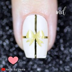 Top Winter Nail Art Videos Holiday nail art has never looked so beautiful! Nail Art Videos, Nail Art Designs Videos, Simple Nail Art Designs, Diy Christmas Nail Art, Holiday Nail Art, Winter Nail Art, Winter Nails, Winter Christmas, Nail Art Hacks