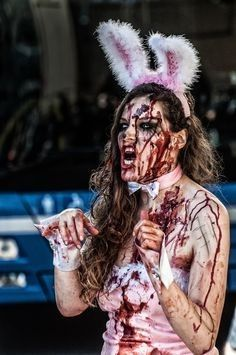 Halloween Zombie, Diy Zombie Kostüm, Zombie Bunny, Homemade Halloween Costumes, Family Halloween Costumes, Halloween Couples, Group Halloween, Halloween Stuff, Halloween Ideas