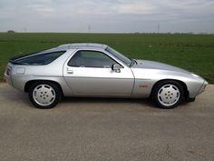 Porsche 928 S *** Classic Data Zustand 2 *** als Sportwagen/Coupé in Bad Vilbel