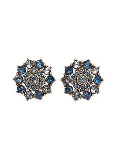 Lend your most refined looks a touch of vintage glamour with these clip-on earrings from Oscar de la Renta.