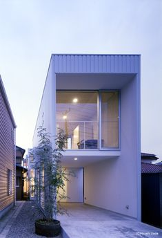 House YK / Islands - Coelacanth and Associates