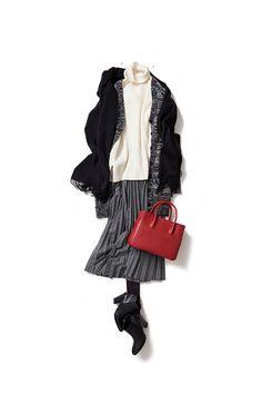 2015-12-01 ロング、ロング、ロングの新鮮なレイヤーコーデ 長め丈の白いノースリーブニット、アコーディオンプリーツスカートにメランジカーディガン、、、と、すべてロング×ロング×ロングの、ゆるバランスがちょっと新鮮。ニットのレイヤーというのもリラックスさせてくれるみたい。カーディガンの長めな袖丈を、手のひらの半分くらいまで隠したりして、、ゆるく、柔らかく、女らしく、そんな気分で着たいな。
