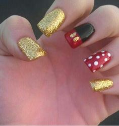 Mickey nails Ima do these! The week or so before I go to Disney I'll buy some longer press-on nails and maybe file them down then paint them like this Love Nails, How To Do Nails, Pretty Nails, Fun Nails, Glitter Nails, Gold Glitter, Simple Disney Nails, Simple Nails, Disney Nails Art