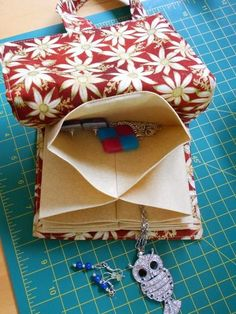 Val Spiers Sews: Jewellery Pouch - Tutorial and Pattern