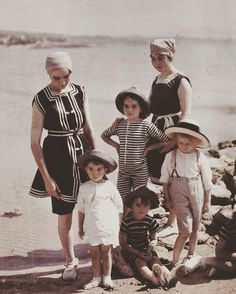 ⚓️⛱🐚Happy Sunday, going later for some more kids vintage and spring collection! Inspiration for my kidswear, I'm more fascinated with 19th century kids fashion, (source: Autochromes. Les cousins Lumière en baigneurs à la Ciotat, en 1913 - Plaque Autochrome Lumière © Institut Lumière) #vintage #vintageshop #adriancompany #vintagekids #vintagekidswear #vintageclothing #19thcentury #19thcenturyfashion #autochrome #vintagecollection #kidsvintage #kidscollection #shopsale #vintageshopping