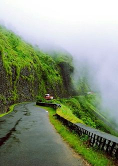 Vagamon Ways Amazing India, One With Nature, India Travel, Places To Travel, Travel Guide, Attraction, Natural Beauty, Heaven, Country Roads