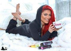 #American #WWE #Diva, #actress, and #model @natalieevamarie #feet #soles #toes #thepose #pose #celebrityfeetinthepose #WWEDiva #Diva