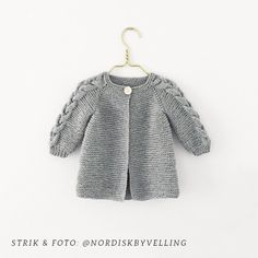 Nordic Spring Jacket pattern by Knit By TrineP - A beautiful jacket, knitted from top to botton, with raglan. This one is perfect to warm you in both spring, fall or even on cold summer nights! Knitting For Kids, Baby Knitting Patterns, Baby Patterns, Vogue Patterns, Vintage Patterns, Vintage Sewing, Sewing Patterns, Cardigan Bebe, Baby Cardigan
