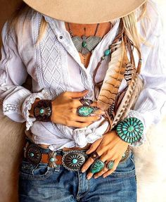 Boho clothes, jewelry and bags have rocked the fashion world. Boho has been immensely popular both with celebrities with masses alike. Let us look over on Boho Boho Gypsy, Bohemian Mode, Bohemian Lifestyle, Gypsy Style, Hippie Style, Boho Style, Hippie Chic, Boho Chic, Navajo Jewelry